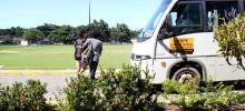 Ponto de parada. Estudantes pegam Circular da UFRPE no Prédio Central